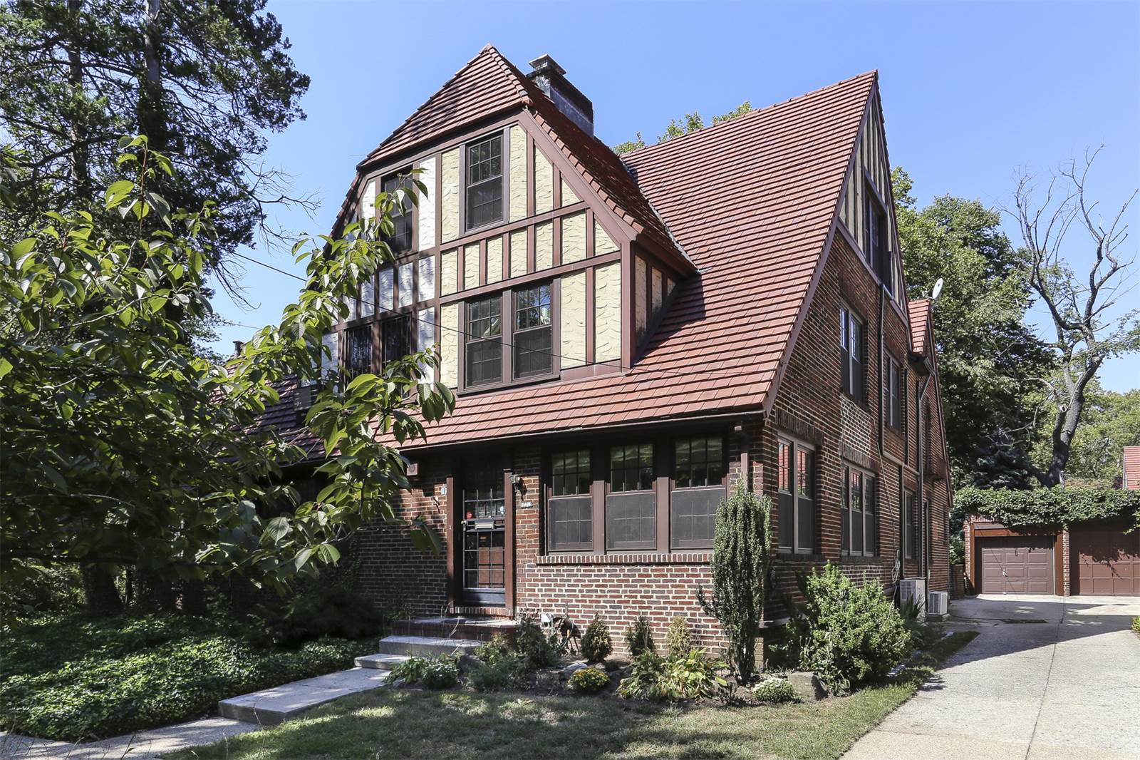 OPEN HOUSE SUNDAY MAY 21ST 12 2 PM / 114 05 UNION TURNPIKE , FOREST HILLS  GARDENS, QUEENS, NYC. Queens New York Real Estate ... Design Ideas