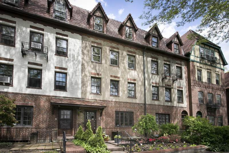 Terrace sotheby 39 s international realty for Forest hills gardens real estate