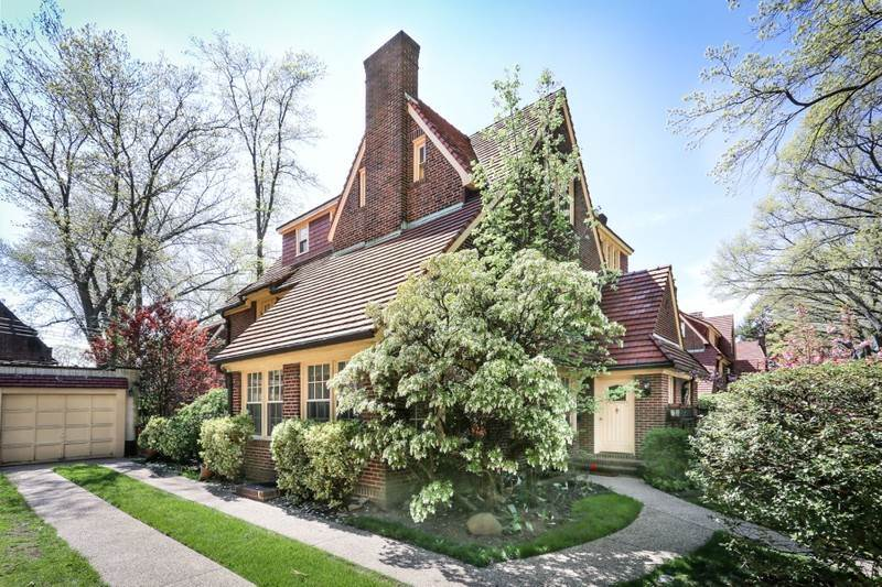 161 greenway south forest hills gardens forest hills new york 11375 townhouse for rent for Forest hills gardens real estate
