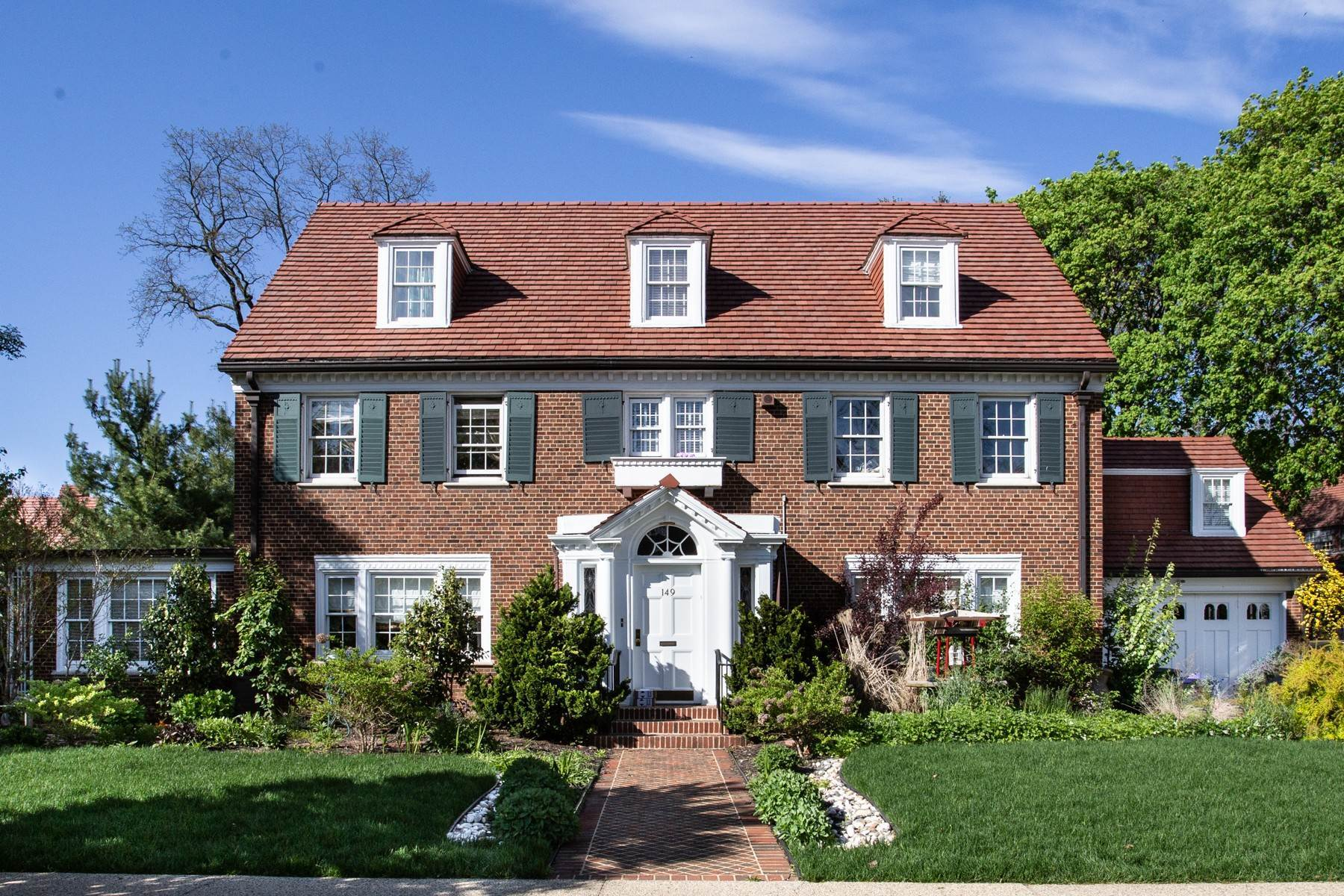 2. Single Family Homes for Sale at