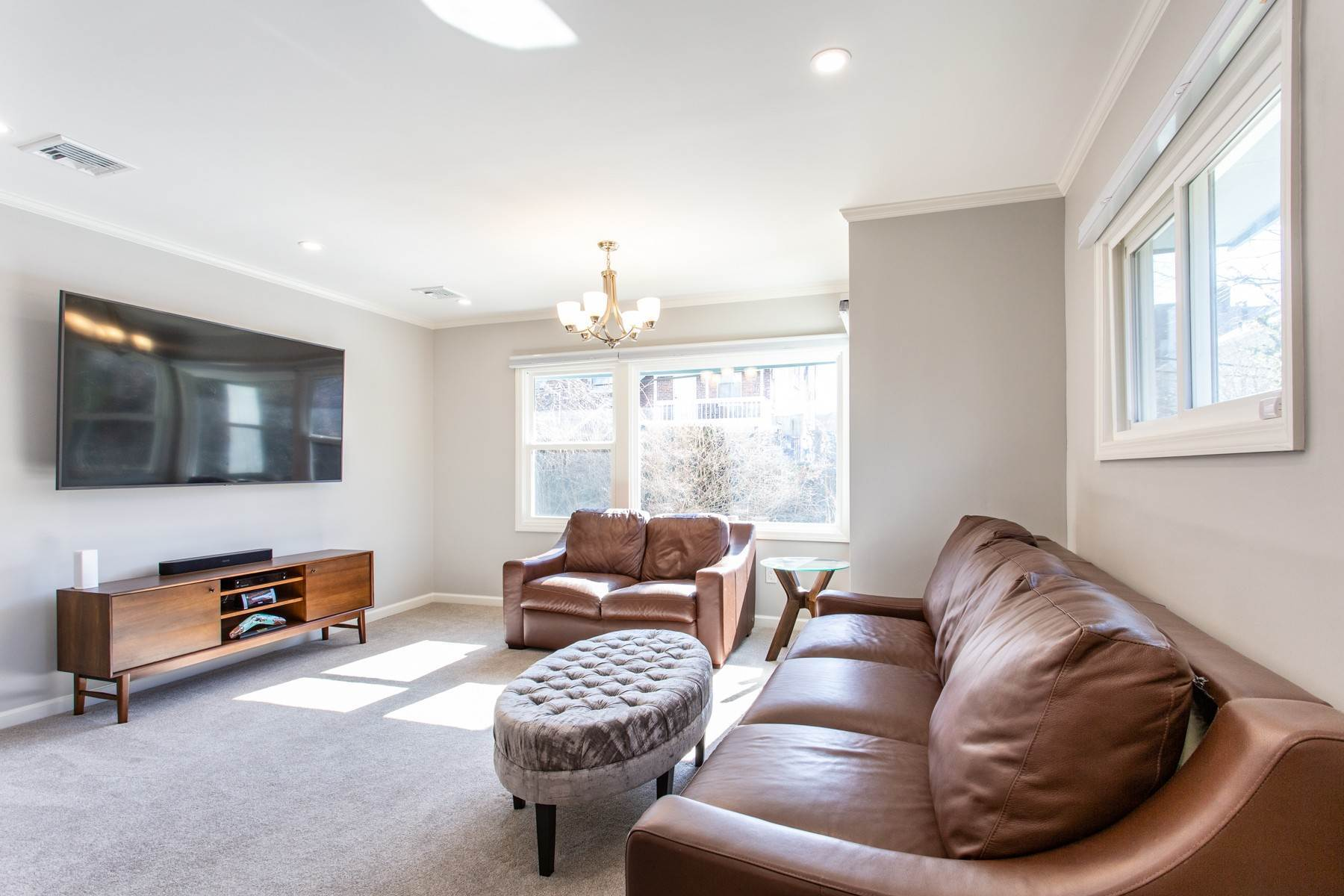 9. Single Family Homes for Sale at 'GRACIOUS LIVING IN KEW GARDENS' 103 Mowbray Drive, Kew Gardens, New York 11415 United States