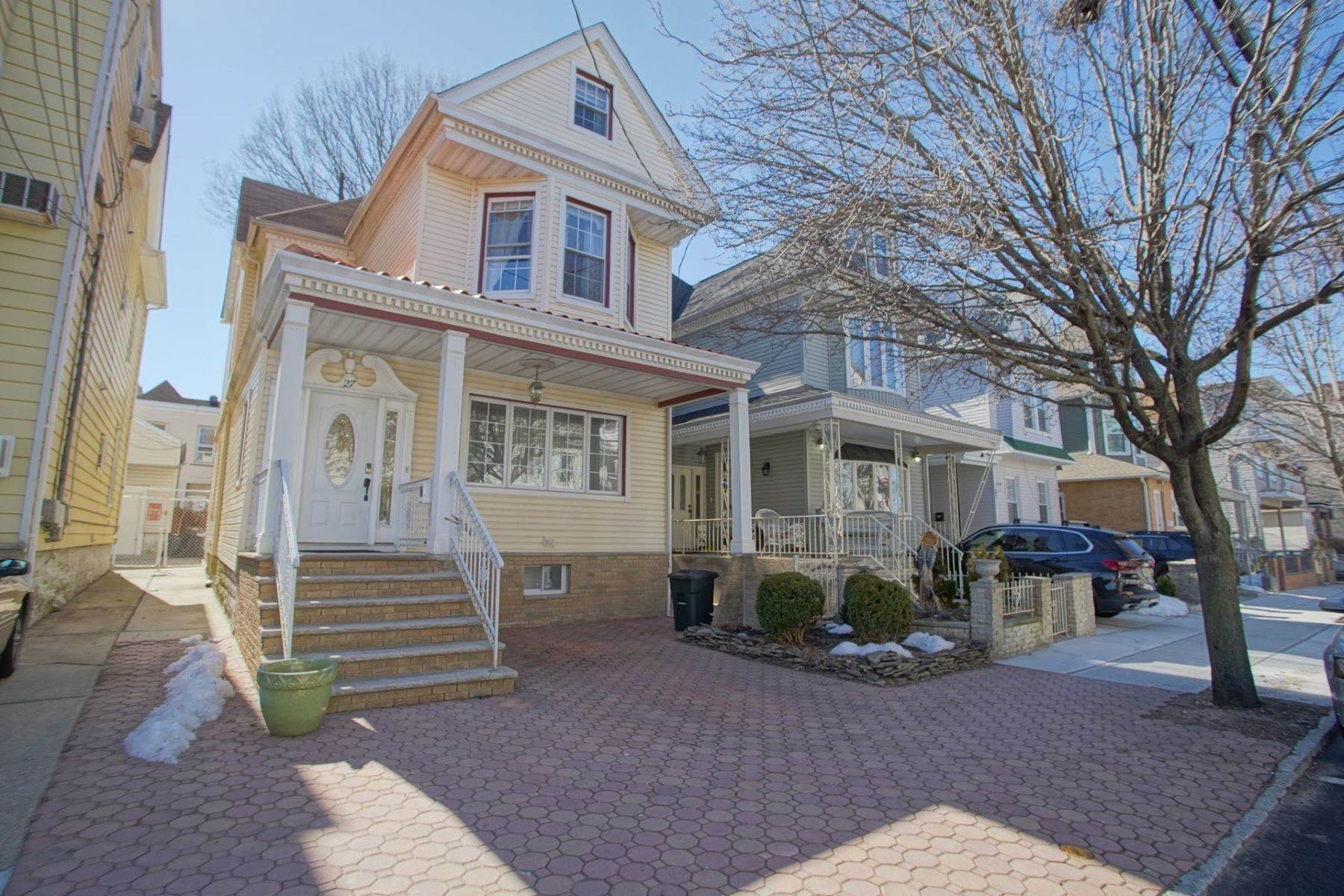 Single Family Homes for Sale at Old world charm meets modern day fabulous! 27 47th Street Weehawken, New Jersey 07086 United States