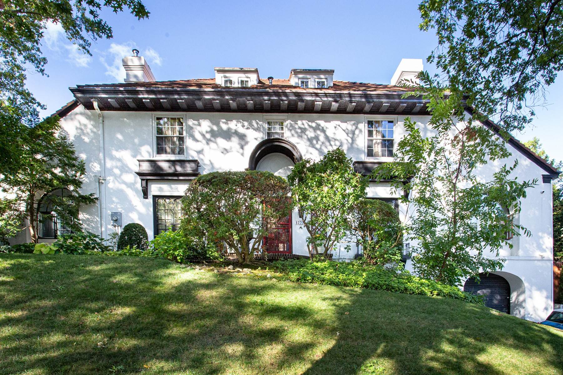 2. Single Family Homes for Sale at 'KEW GARDENS MEDITERRANEAN MASTERPIECE' 48 Beverly Road, Kew Gardens, New York 11415 United States