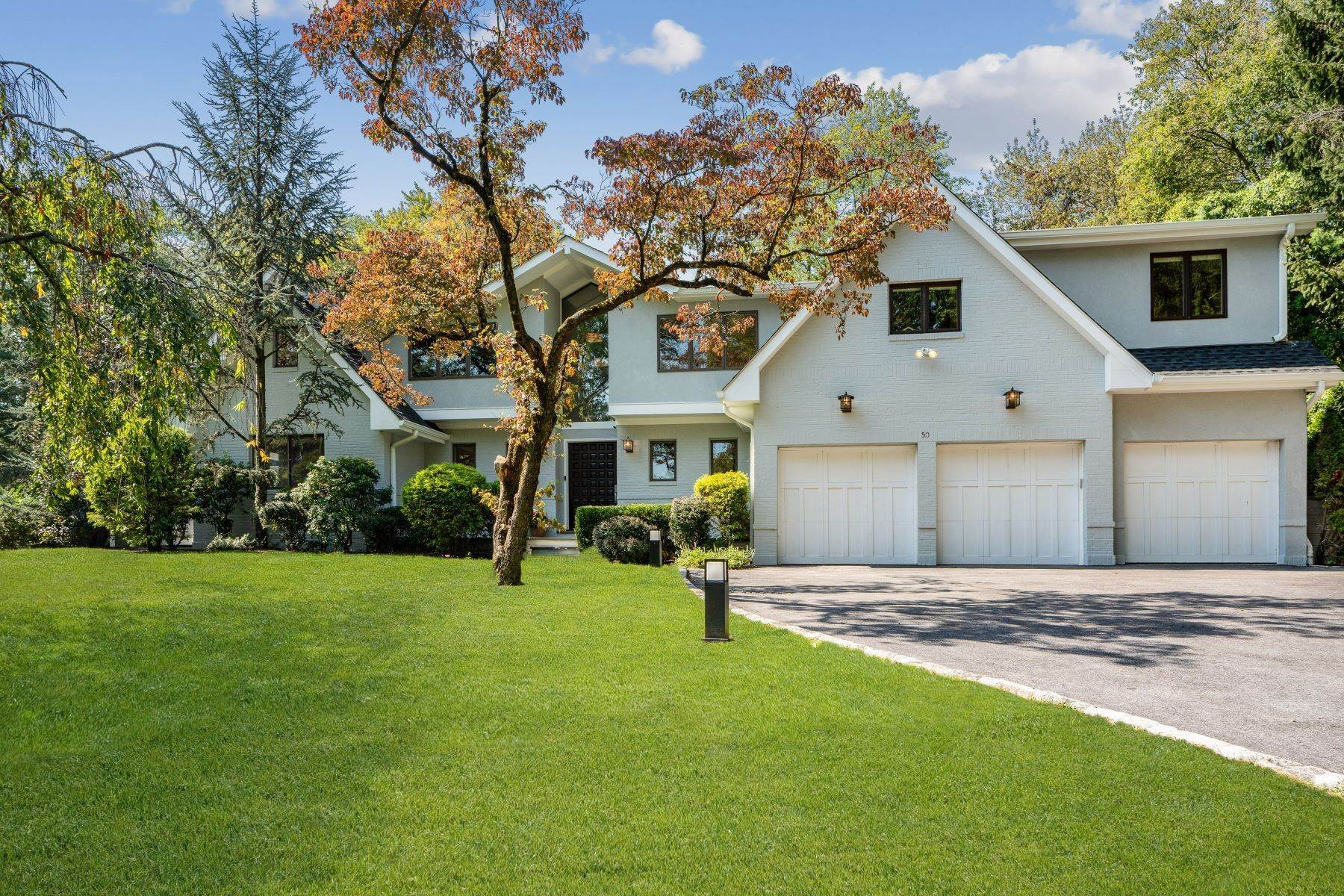 Single Family Homes for Sale at Spectacular Sun-Filled Contemporary! 50 Lincoln Road Scarsdale, New York 10583 United States