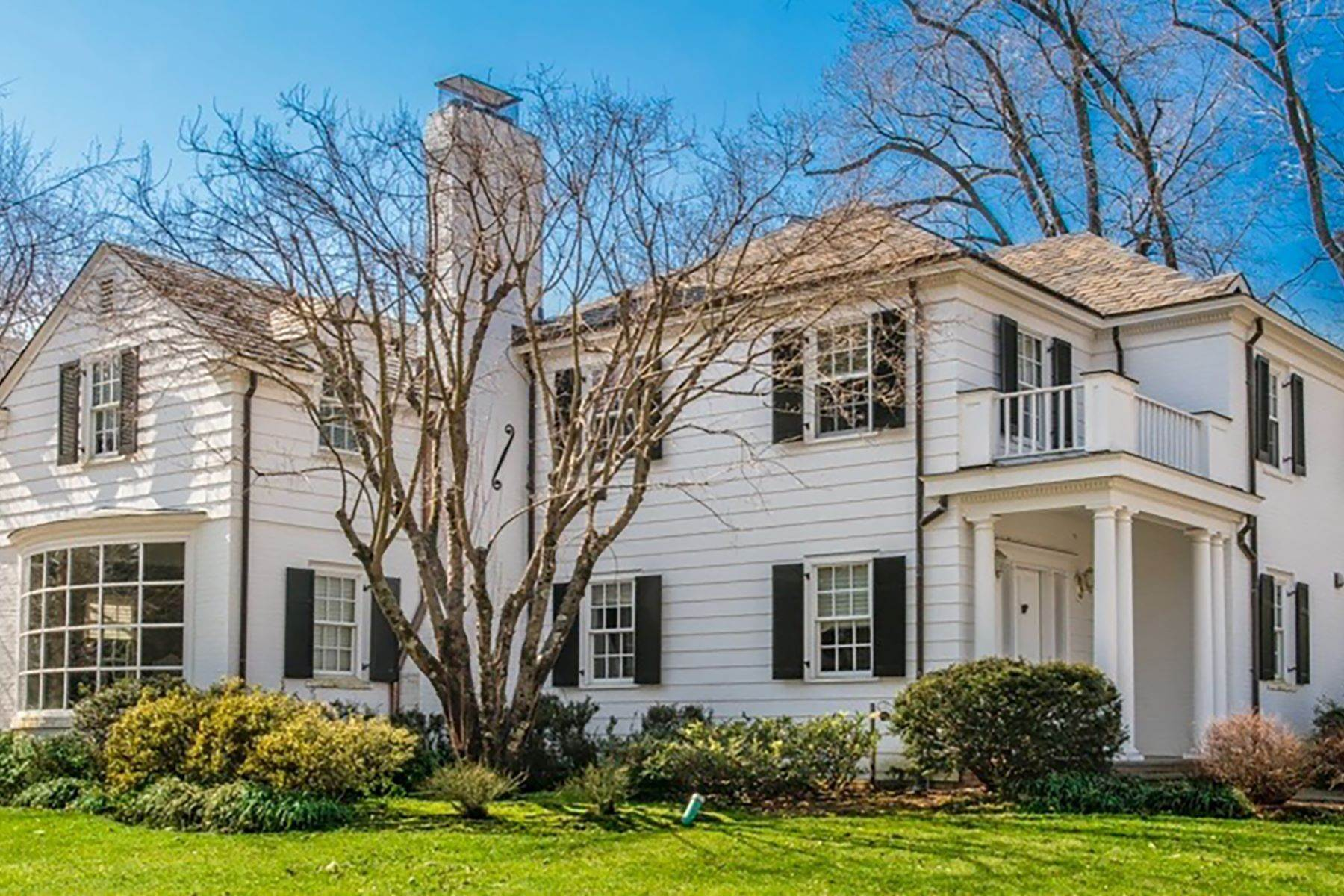 Single Family Homes for Sale at Stunning And Spacious 5 Bedroom Colonial 16 Dunham Road Scarsdale, New York 10583 United States