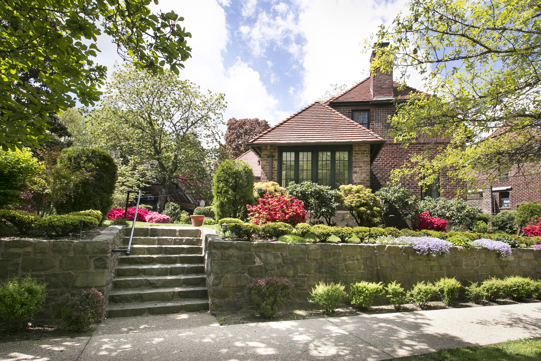 New Exclusive Listing 11 Markwood Road Forest Hills